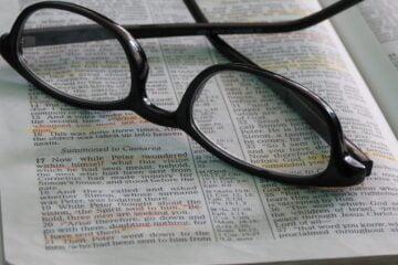 okoszemüvegen felirat megjelenítés